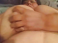Plumper tammy rubbing herself
