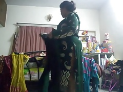 Sizzling aunty caught on..